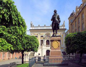 Goethe-Denkmal und Alte Handelsbörse in Leipzig