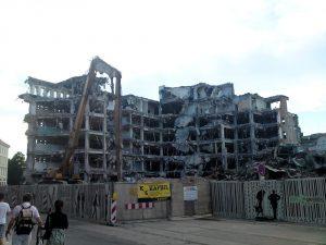 Abriss des alten Kaufhauses (Juni 2010)