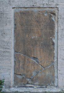 Grabplatte Oesers an der Nikolaikirche in Leipzig