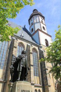 Bachdenkmal an der Thomaskirche Leipzig