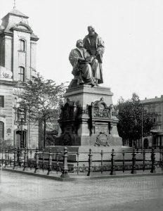 Reformationsdenkmal Leipzig vor der Johanniskirche 1907 (1943 eingeschmolzen)