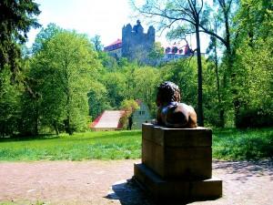 Schlosspark Ballenstedt mit Blick zur ehemaligen Klosterkirche
