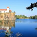 Kirche und Steinbruch in Beucha