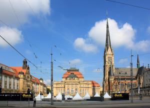 Theaterplatz Chemnitz mit König-ALbert-Museum, Opernhaus und St.-Petri-Kirche