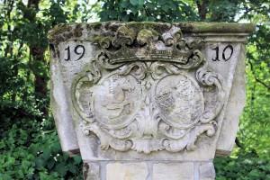 Wappenstein der Familie von Helldorf vom Herrenhaus Droßdorf, 1982 abgebrochen, heute im Lapidarium auf der Wiprechtsburg Groitzsch
