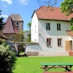 Pfarrhaus und Kirche in Röcken
