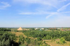 Blick vom Aussichtsturm der Bistumshöhe zum Freizeitpark Belantis