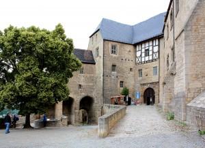 Zugang zur Neuenburg