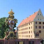Pöppelmannbrücke Grimma, Wappenstein und Schloss
