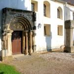 Portal der Kirche in Hayna