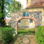 An der Kirche Holzhausen