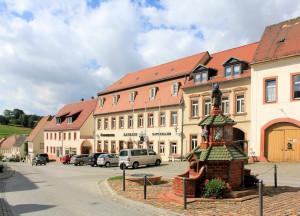 Töpferbrunnen am Markt in Kohren-Sahlis