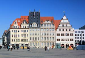 Markt-Nordseite in Leipzig mit Alter Waage (rechts)