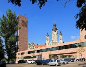 Alte und neue Türme - Kath. Probsteikirche und Neues Rathaus in Leipzig