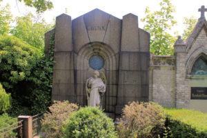 Grabmal der Familie Grimm auf dem Friedhof in Plagwitz
