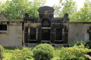 Grabmal der Familie P. Linke, H. Höllenriegel und P. Kaufmann auf dem Friedhof in Plagwitz
