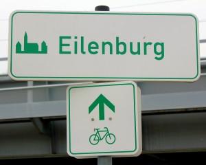 Schlicht, aber ausreichend: Hinweisschild am Mulderadweg in Eilenburg