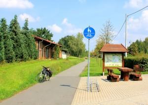 Rastplatz und Infotafel an der Kreuzung des Muldetalbahnradweges mit der Mulde-Elbe-Radroute in Neichen