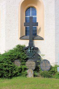 Grabmal der Familie von Carlowitz-Hartitzsch Dornreichenbach