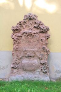 Grabstein an der Kirche in Großzschocher