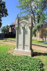Grabmal der Familie Eulitz auf dem Friedhof in Jahna