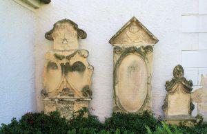 Drei Grabmale an der Kirche Jahnshain