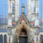 Zentrum, Thomaskirche (Apostelportal)