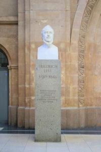 Denkmal für Friedrich List im Hauptbahnhof Leipzig