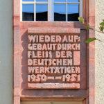 Inschriften und bauplastischer Schmuck am ehem. Fernmeldeamt Leipzig