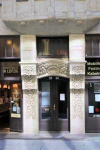 Portal des Geschäftshauses Schraepler Leipzig