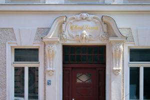 Portal des Wohnhauses Lange Straße 12 Leipzig