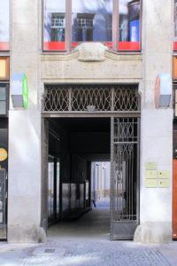 Portal am Haus Grauer Wolf Leipzig
