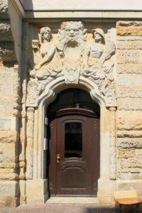 Portal des Wohnhauses Kreuzstraße 1 Leipzig