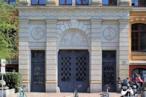 Portal des Reclam-Verlagshauses in Leipzig