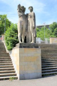 Statuen am ehem. Zentralstadion in Leipzig