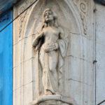 Frauenfigur am ehem. Hotel Bayrischer Hof in Leipzig (Zustand 2013)