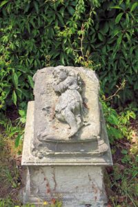 Kindergrabmal auf dem Friedhof Liemehna
