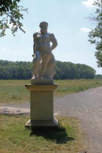 Herkulesstatue im Schlosspark Lützschena