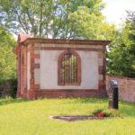Grufthaus auf dem Friedhof Ossa