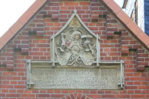 Gedenktafel an der Kirche Papitz