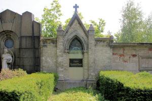 Grabmal der Familie Reinhard Beyer auf dem Friedhof in Plagwitz