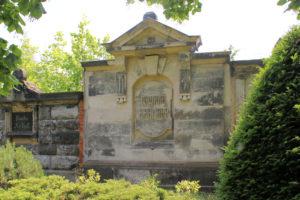 Grabmal der Familie Harnapp auf dem Friedhof in Plagwitz