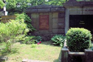 Grabmal der Familie Haubold auf dem Friedhof in Plagwitz