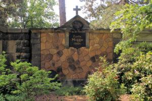 Grabmal der Familie Mügge auf dem Friedhof in Plagwitz
