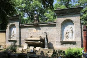 Grabmal der Familie Mey auf dem Friedhof in Plagwitz