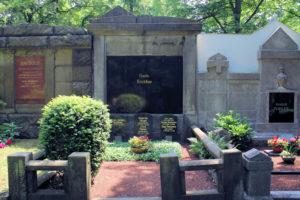 Grabmal der Familie Reichstein auf dem Friedhof in Plagwitz