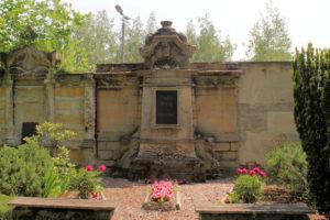 Grabmal der Familien Schulz & Schubert auf dem Friedhof in Plagwitz