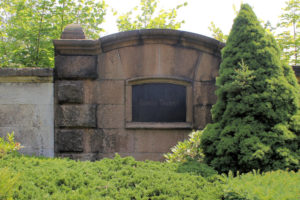 Grabmal der Familie Taubert auf dem Friedhof in Plagwitz