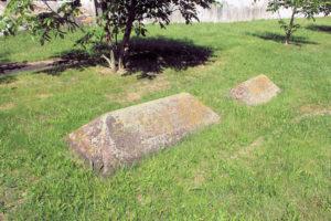 Grabtumben auf dem Friedhof Prießnitz