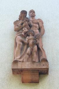 Figurengruppe am Wohnhaus Naunhofer Straße 14 bis 18 in Reudnitz-Thonberg